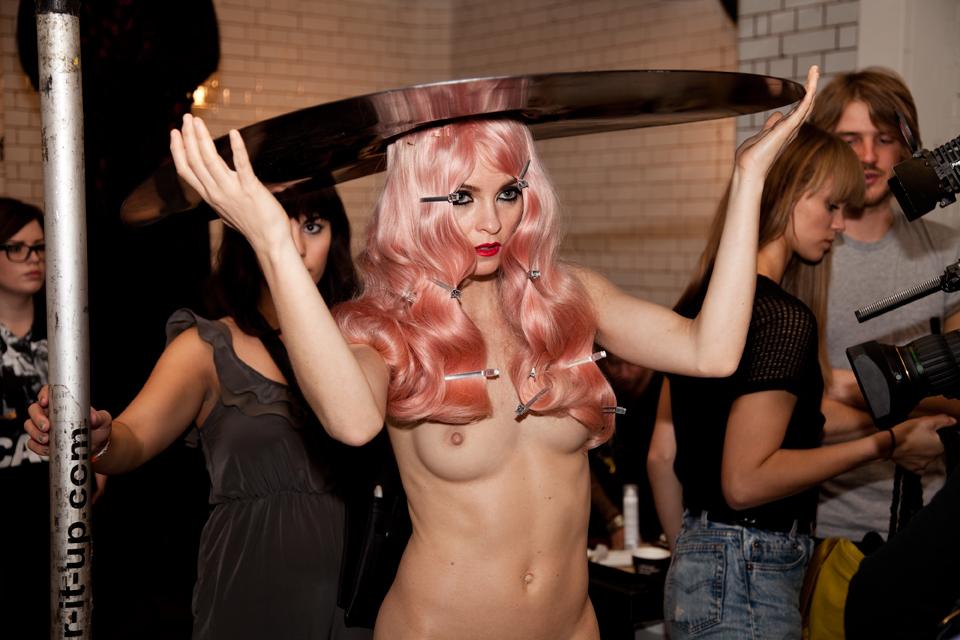 naked fashion show sex