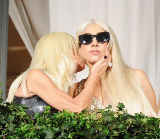 Lady-Gaga-Versace-545x473